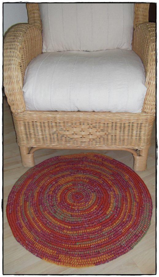 kleiner teppich lufer grafisch grauschwarz kleiner teppich aus baumwolle u tujuh schne dinge. Black Bedroom Furniture Sets. Home Design Ideas
